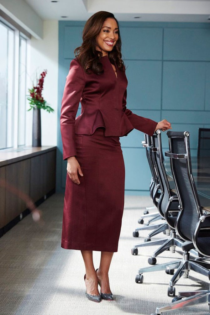 We'd be smiling that big too if we rocked a plum skirt-suit as good as Jessica does.