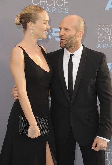 2. JASON STATHAM AND ROSIE HUNTINGTON-WHITELEY Age difference: 20 years.