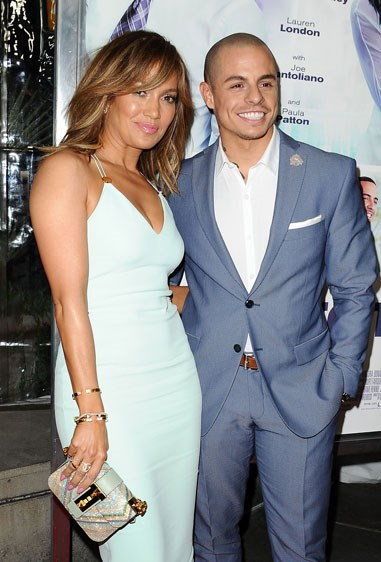 "16. JENNIFER LOPEZ AND CASPER SMART Age difference: 18 years.    Source: [Cosmo US](http://www.cosmopolitan.com/entertainment/celebs/news/a55910/celebrity-couples-age-gap-difference/|target=""_blank"")"
