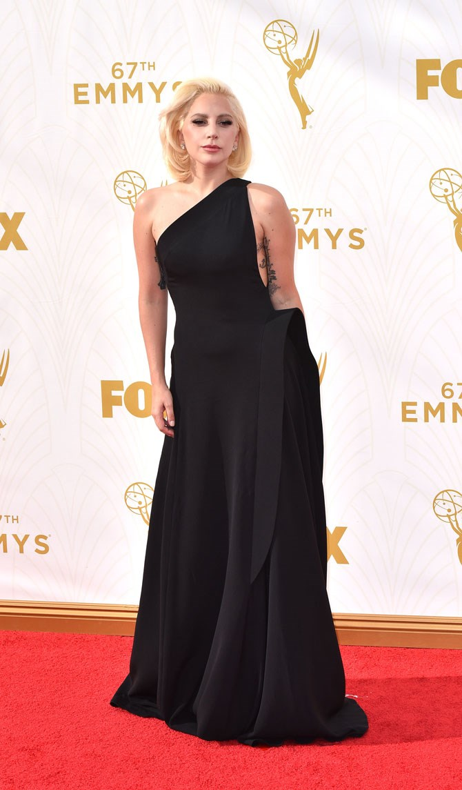 See this is what we love about her. One minute she is walking the streets in her undies, the next, she is the best dressed, most elegant looking specimen on the Emmy's red carpet. This dress blew us away.