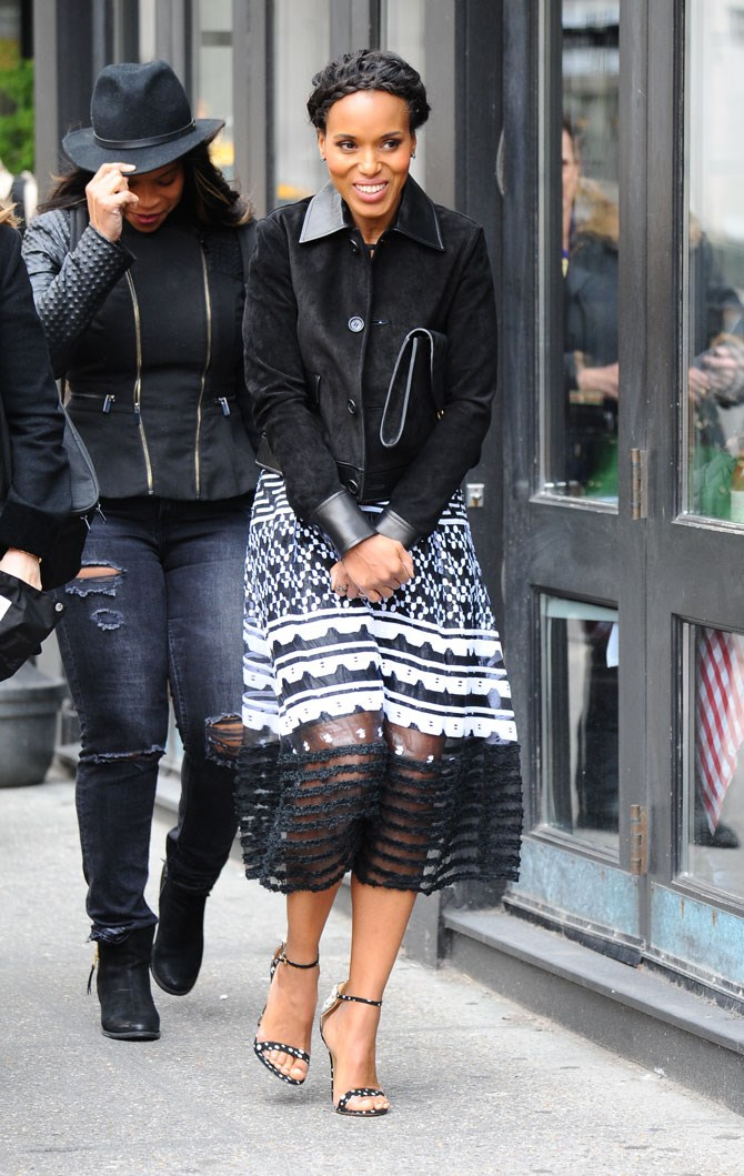 Is Kerry Washington not the most beautiful creature on earth? She looked super cute (albeit, a bit cold) in this lace skirt and black jacket in NYC. But the braids, THE BRAIDS!