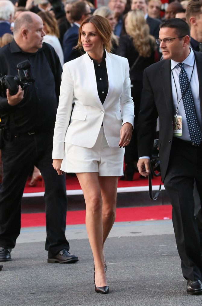 Julia Roberts looked SO damn classy in this white short suit as she attended the premiere for *Mother's Day* in LA. Does this woman ever age?!