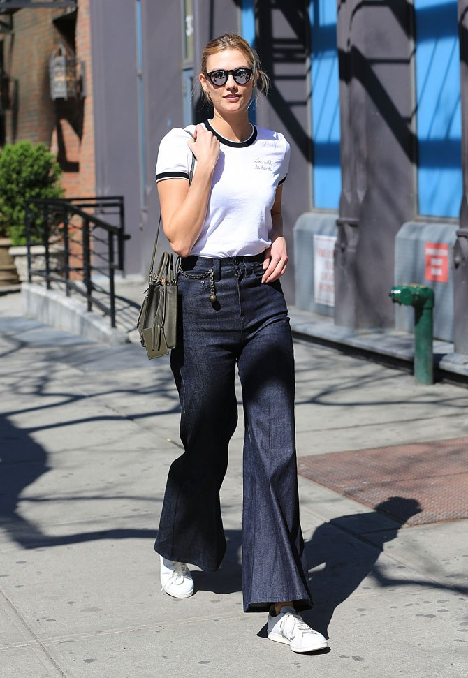 Karlie Kloss was giving us all of the 70's vibes in wide-leg flare jeans and a slogan tee.