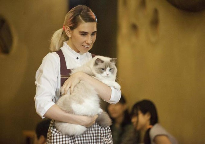 It may have been a work uniform for the Cat Cafe, but we think this 'little house on the prairie' look totally worked for her.