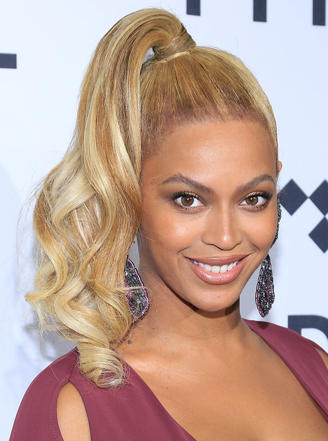 Beyoncé might think Becky has good hair, but we reckon her mane is KILLER. Case in point: 1. This glam lopsided ponytail.