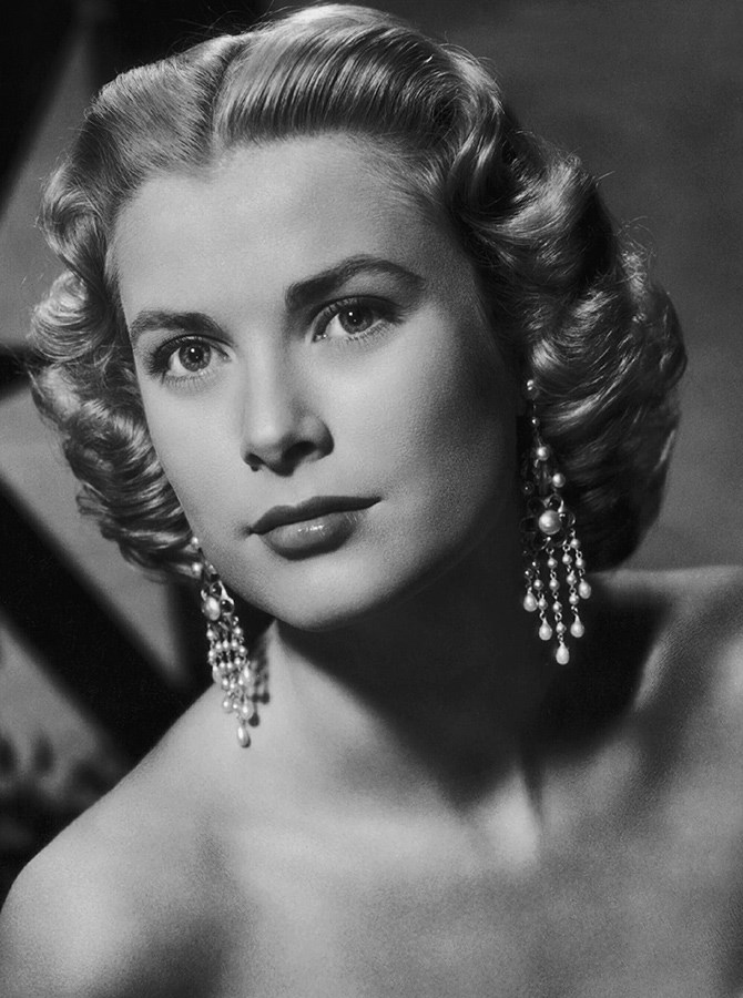 **Verging on the 1950s** Grace Kelly kept the blockier front of the eyebrow from the 1940s but softened the height of the arches even more to transition us into the '50s.