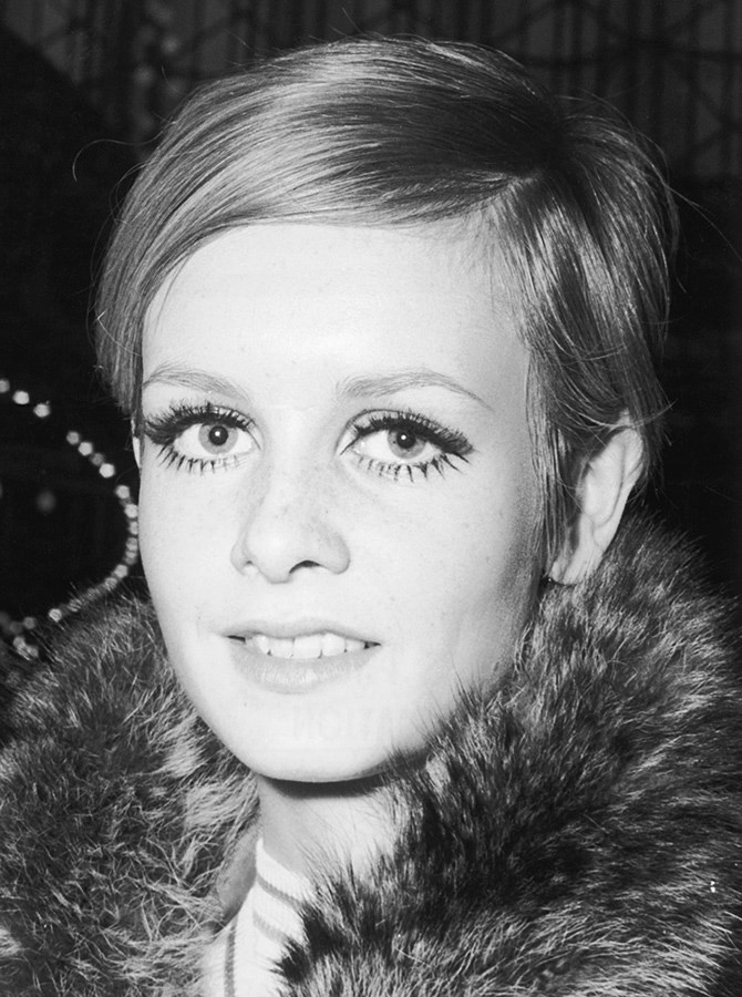 Simultaneously though, Twiggy's eyebrows were also a hit in the '60s because their thinner, softer look was perfect for offsetting statement eye makeup.