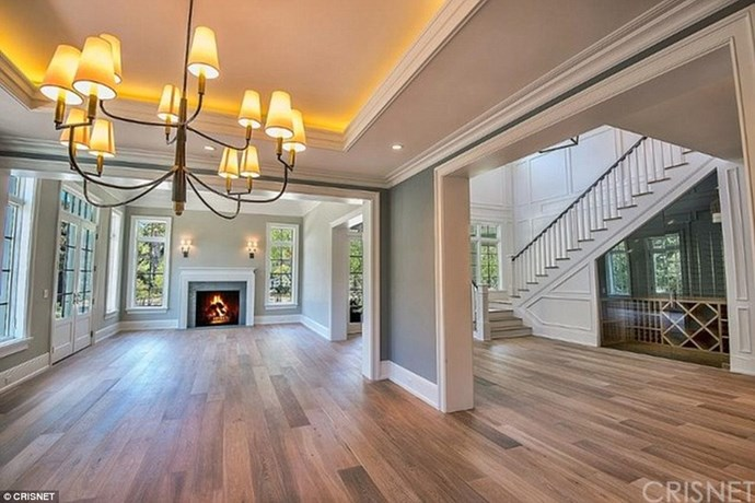 Kylie's new pad looks super spacious, and manages to be somehow cosy and crazy luxurious all at the same time. That fireplace is just heaven.