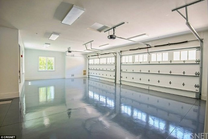 Is this not the cleanest, tidiest garage you've ever seen?!