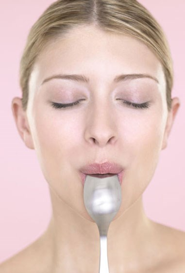 "**Rely on a spoon.**   Master tricky makeup techniques like contouring, applying mascara without making a mess, and more with a simple spoon.   Get the tutorial at [Pop Sugar.](http://www.popsugar.com.au/beauty/How-Use-Spoon-Your-Beauty-Routine-38145409|target=""_blank"")   Source: [Cosmo US.](http://www.cosmopolitan.com/style-beauty/beauty/tips/g5729/pinterest-beauty-tips/