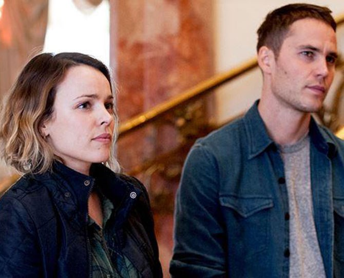 Of course, Taylor Kitsch and Rachel McAdams are keeping their relationship status under wraps but last we heard, it is ON.
