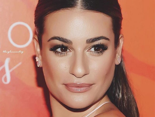 """No official pics... yet. But when asked about Robert Buckley, Lea Michele said the following to *[ET](http://www.etonline.com/news/188930_exclusive_lea_michele_opens_up_about_robert_buckley/