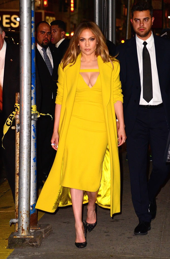 Spending some time in NYC, JLo stepped out in this eye-catching, bright yellow ensemble and boy did heads turn! And not because of the in-your-face colour, either...