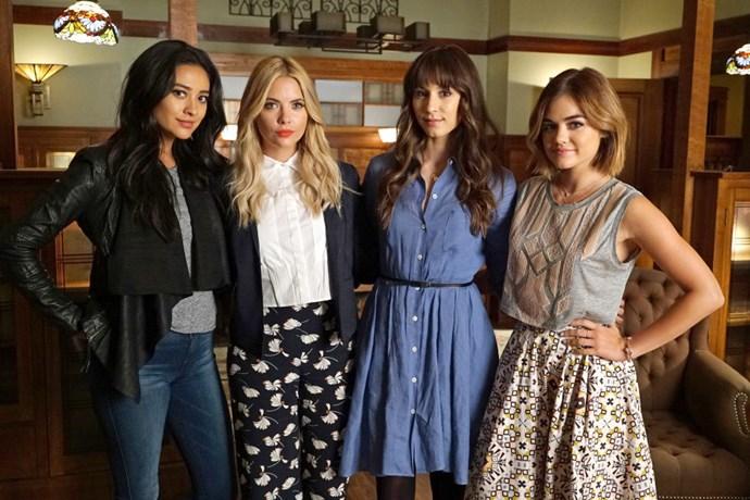 "[*SOURCE: US COSMOPOLITAN*](http://www.cosmopolitan.com/style-beauty/fashion/g5768/pretty-little-liars-fashion/ target=""_blank"")"