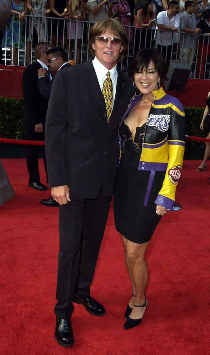 At the 2002 ESPY Awards Kris really ran with the whole sports theme of the evening and we aren't even mad about it.
