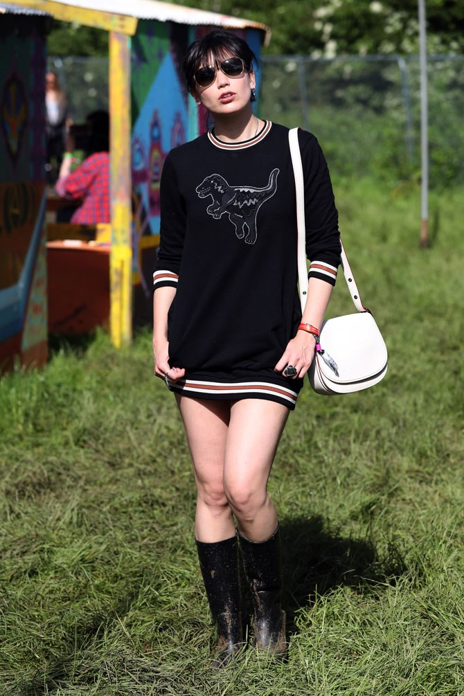 Daisy Lowe also had a cute jumper! (But ditched the shorts altogether, it seems.)