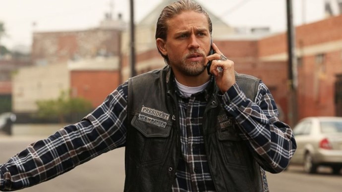 **CHARLIE HUNNAM (*SONS OF ANARCHY*)**