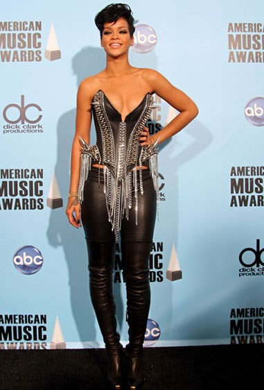 3. This red carpet corset also looked like body armour.