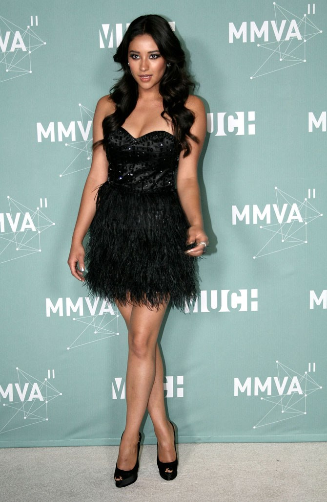 The only thing better than a sexy LBD is a sexy LBD WITH FEATHERS.