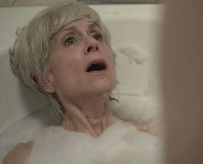 "**8. Transparent: Maura fingers Shelly in the bathtub** There's a layer of deep sadness to the scene: Maura is feeling horribly insecure wearing a bathing suit in front of her friends for the first time; Shelly is longing for the past (including her ex's ""flicky-flicky thump-thump""). But the ecstasy being felt beneath those bubbles can't be denied."