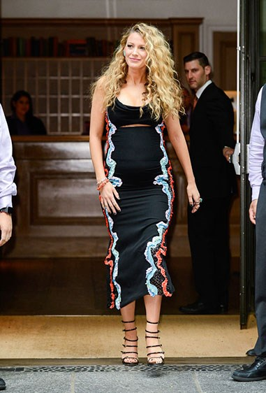 Forever a Versace fan, Blake proves (once again) that her maternity style is on point in this cut-out stunner. Kinda recognise it? Yup, that's 'cause it's the *same* dress Gigi was wearing when she had her famous nip slip on the Versace runway. To avoid an awks wardobe malfunction, Blake added a black bandeau - genius!