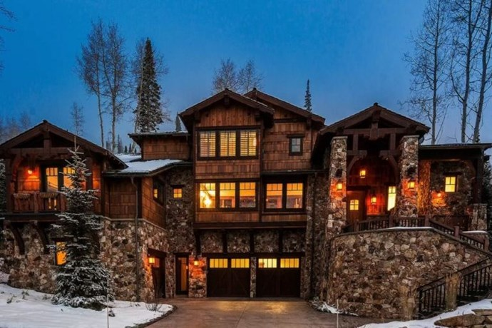 "**11. NINA DOBREV** **Worth: £4363 per night** **Sleeps: 20 guests** **Where: Coalville, Utah** Rumour has it, Nina Dobrev and her family rented out this place for a holiday last December and enjoyed the slope side ski in/ski out luxuries of the chalet. Other awesome bits include the swanky kitchen facilities, private patio with hot tub, 8,000 square foot of modern design, multiple fire places and home cinema room. ([via](https://www.airbnb.co.uk/rooms/1555425?s=lE0NLzTT|target=""_blank""))*"