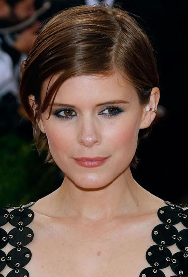 """**CHESTNUT BROWN WITH RED AND GOLDEN BLONDE ACCENTS** Kate Mara's hair is an earthy brown, Friedman says, meaning it's rich in colour, shiny, and has some warmth to it. For a shade like Kate's, look for terms like """"chestnut brown"""" on at-home box kits, or try a rich brown gloss. If you're darker than medium brown, Friedman says to go to your colourist to get this tone."""