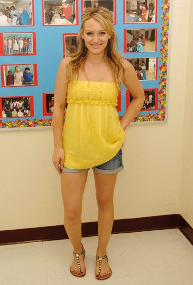 **Babydoll tops over short shorts** These tops were a great way to hide your baby bump. Not that Hillary Duff was doing that. She wasn't. Or was she?