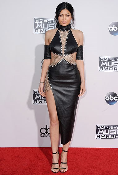 WOWZERS. Cut-out, chainmail chic actually looks next-level cool on Ky. Who'da thunk it?