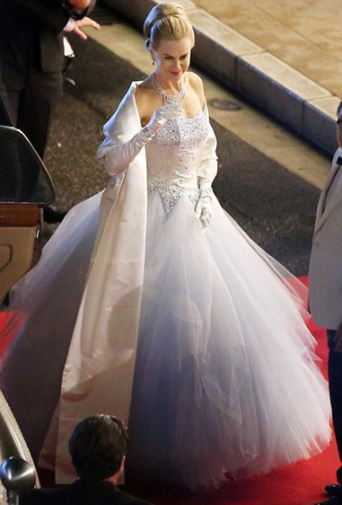 **Grace Kelly - *Grace of Monaco*** While this wasn't really a replica of Grace Kelly's wedding dress IRL, the ginormous, poofy princess style, with its jewel-encrusted bodice, was uterrly TDF. No guesses which dress we'd choose if we have the option to try one on.