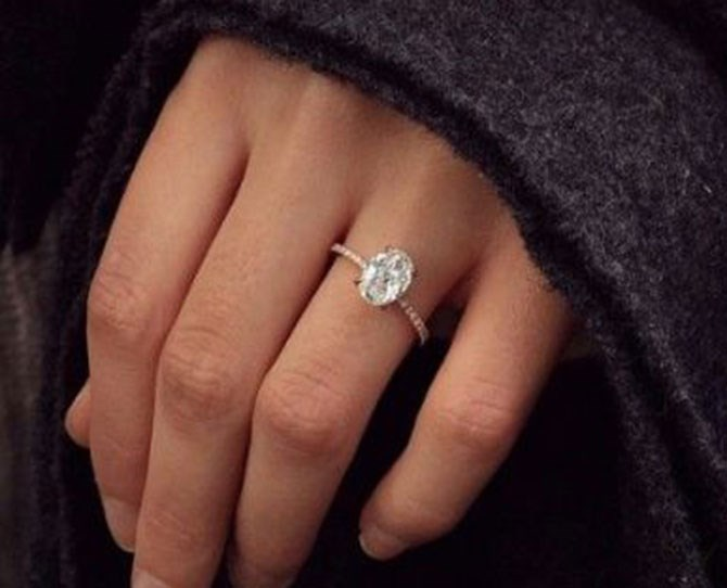 "**11.** Oval set diamond ring ([via](https://uk.pinterest.com/pin/Aa9tXzslQDSEU84Vt2xUh88ZmxAAh1aWqiS76vhmvBNQloFNcK71Cq8/|target=""_blank""))."