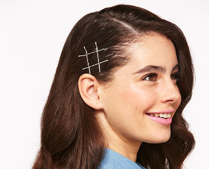 Five different hairstyles with bobby pins | Dolly