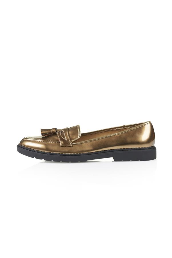 """Brogues, approx $64, Topshop, <a href=""""http://www.topshop.com/en/tsuk/product/shoes-430/flats-459/max-loafers-3427424?bi=1&ps=20"""">topshop.com</a>"""