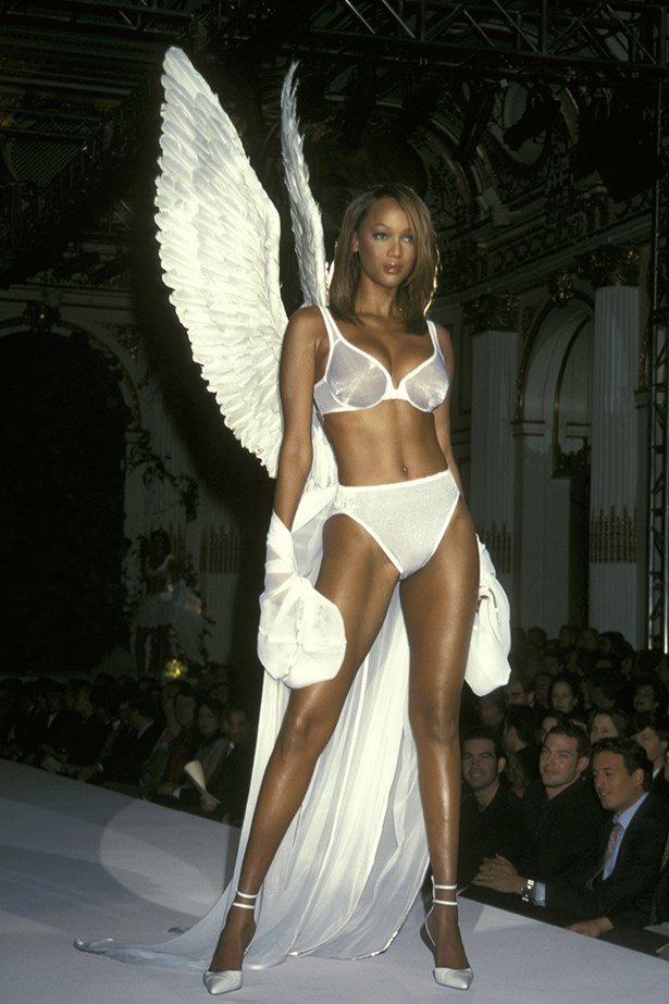 Tyra Banks walking in the 1998 Victoria's Secret Valentine's Day show