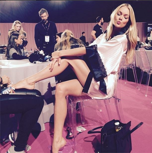 Lindsay Ellingson was also snapped at the backstage mani station.