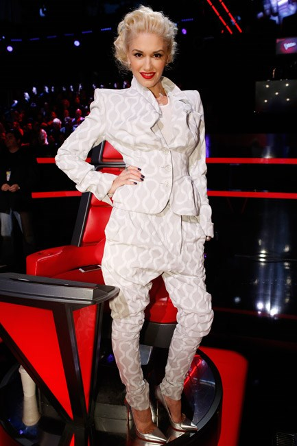 Not one to shy away from a trend, Gwen Stefani looked gorgeous in a gathered Vivienne Westwood Gold Label suit.