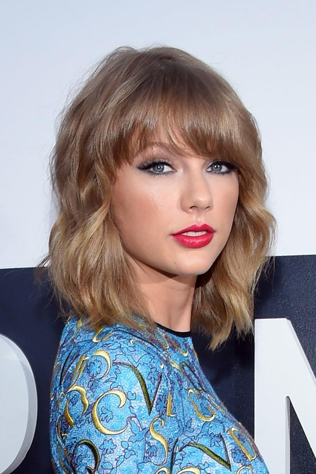 The pop star is snapped at the 2014 MTV Video Music Awards with a pink toned red lip.