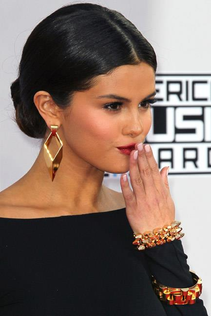 <b>Chain bracelets</b><br> With the tough girl attitude of bondage chic and the feminine frills of being gilt-toned, chain link bangles are so. hot. right. now.  <br><br> <i>Selena Gomez</i>