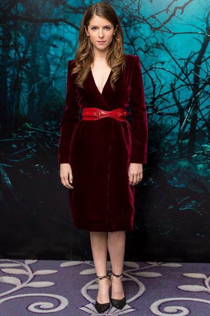 """Let's call Anna Kendrick in Oscar de la Renta: """"gothic chic""""."""