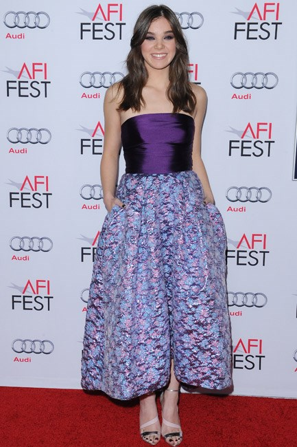 Pretty in purple and with pockets: Hailee Steinfeld in Monique Lhuillier.