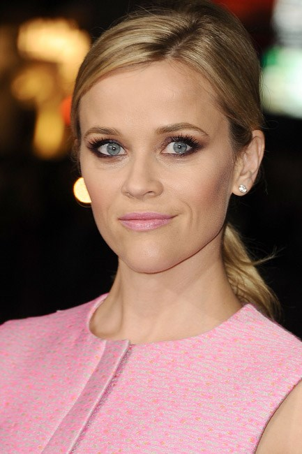 Reese Witherspoon matched her lips to her dress and it worked a treat.