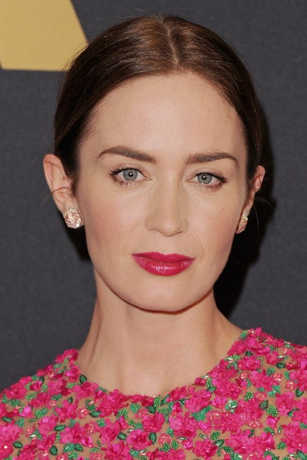Emily Blunt paired back all her makeup and just let <em>them</em> lips do the talking.