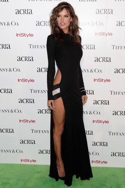 Alessandra Ambrosio knows how to give good leg – and this Alexandre Vauthier number came with a side (<em>literally</em>) of pearls.