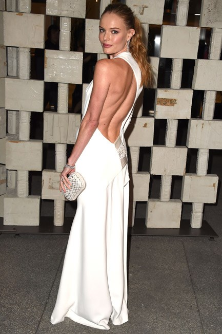 When she turned around, Kate Bosworth revealed stunning pearl details on the back of her Alexandre Vauthier look – a sweet touch to this sexy gown.