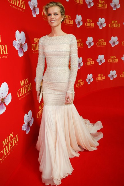Eva Herzigová looked breathtaking (and like a bridal muse!) in a Ralph & Russo couture gown with pearl accents.