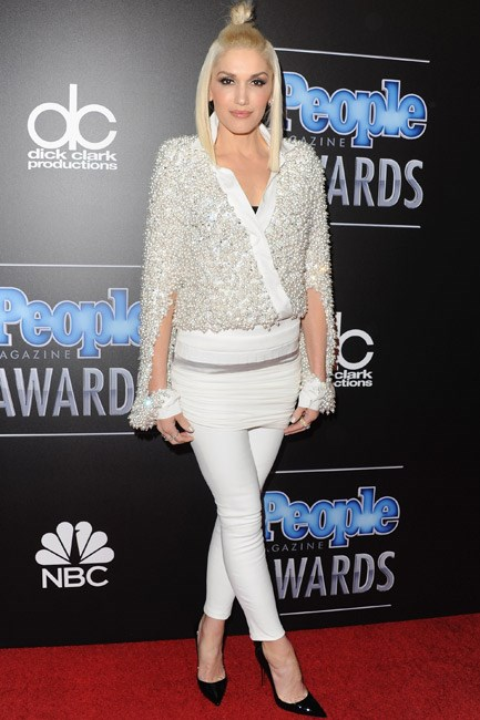 By pairing her Alexandre Vauthier pearl-encrusted top with leggings, Gwen Stefani gave a sportif take on this trend.