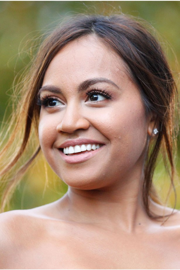 The singer wears a peachy pink lip and undone low ponytail to the 2013 Annual ARIA Awards.