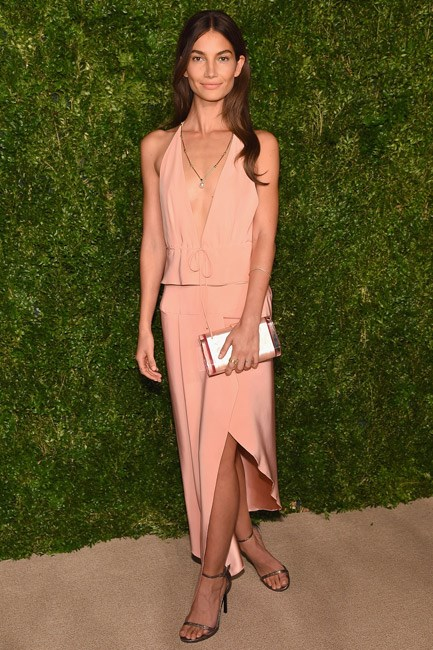 <strong>Lily Aldridge</strong><br> Cross and clutch: legs overlapped and a perfect prop.