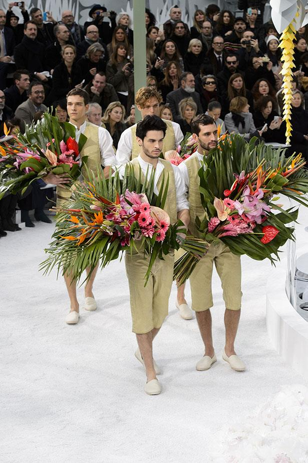 <strong>Followed by 4 flower boys: </strong>All carrying a tropical bouquet of flowers.