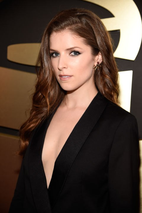 <strong>Anna Kendrick</strong><br> The actress/singer extraordinaire gives us a glimpse of her sexy side with a sultry smoky eye, her long locks flipped to the side, and expertly contoured cheeks.